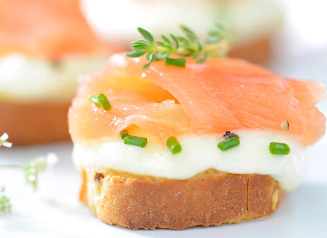recette express facile de Toasts festifs mozza saumon
